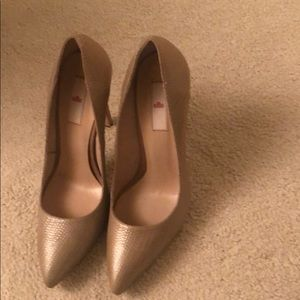 Leather point toe pumps size 39 European/9-9.5 US
